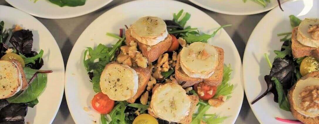 Chevre Chaud - salat med gedeost på brød