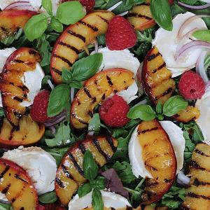 Salat med gedeost og grillede nektariner