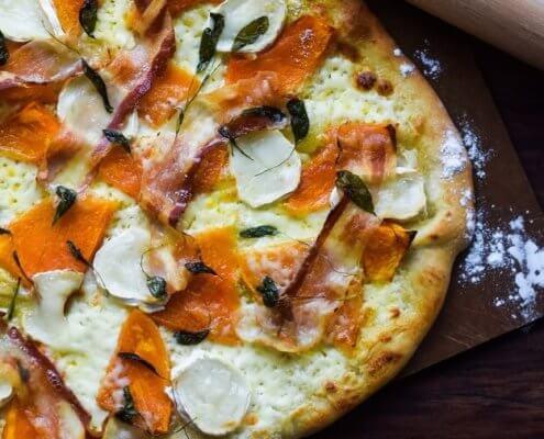 Hjemmelavet hvid pizza med mascarpone