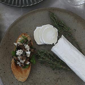 Portobello med gedeost på bruschetta