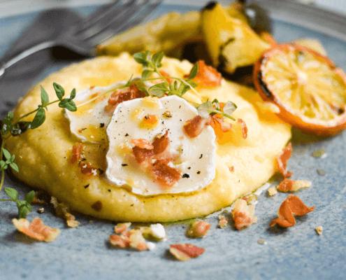 Cremet polenta med parmesan og gedeost