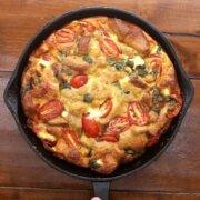 Strata - æggekage med brød, tomater og gedeost