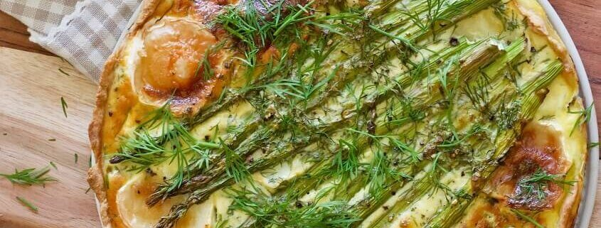 Aspargestærte med gedeost og dild